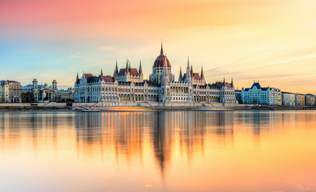 Budapest-vista-del-parlamento-al-atardecer. (2)