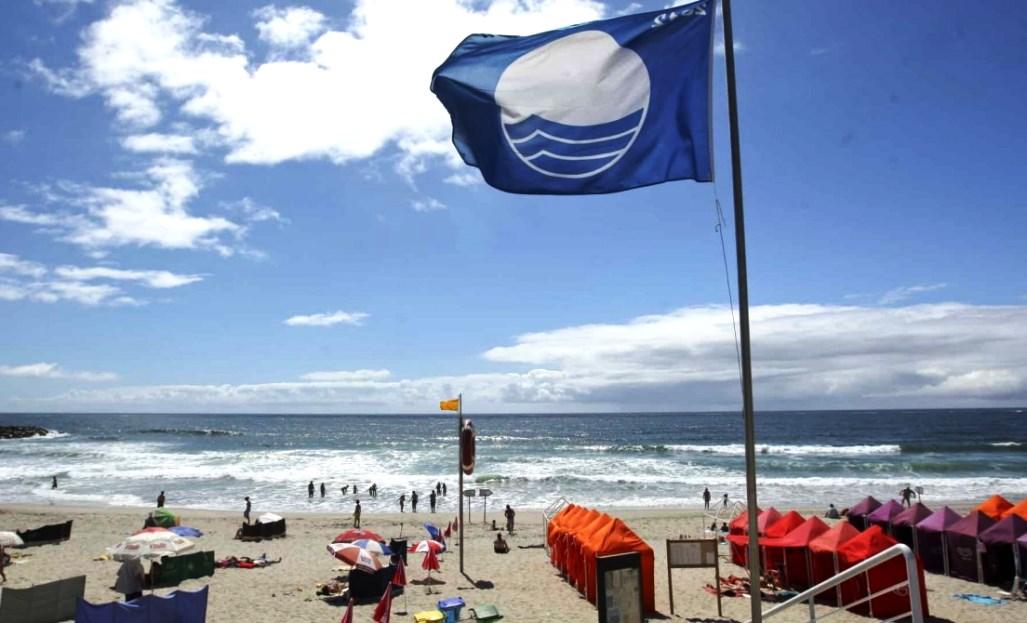 playa-con-bandera-azul